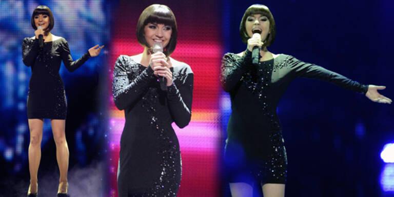Nadine glänzte in Swarovski- Mini Dress