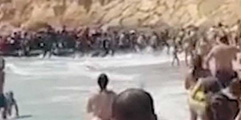 50 Flüchtlinge stürmen beliebten Badestrand