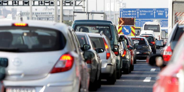 Unfall-Chaos: Mega-Stau legt A1 Westautobahn lahm