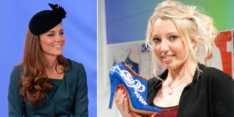 Royalblauer Schuh für Herzogin Kate