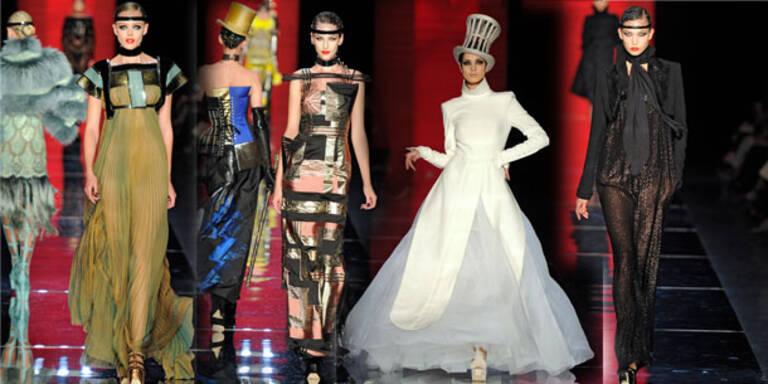 Gaultier zeigt Fransenspiele der Haute Couture