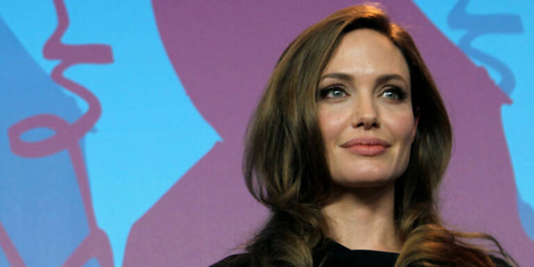 Jolie eröffnet Mädchenschule in Afghanistan