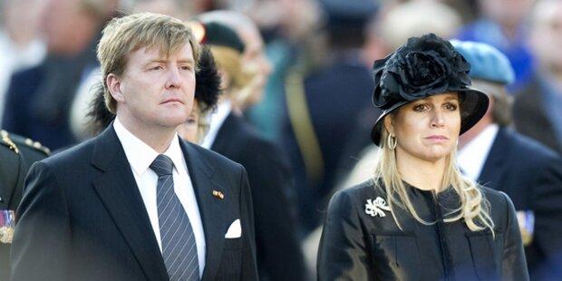 Willem & Máxima gedenken Kriegsopfern