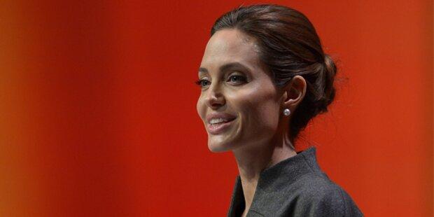 Angelina Jolie von Queen Elizabeth II geadelt