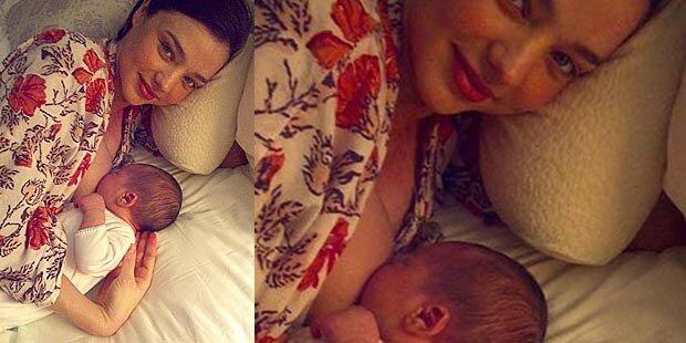 Miranda Kerr zeigt ihr Baby beim Stillen