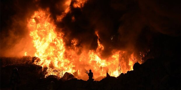 Großbrand in Recyclingfirma