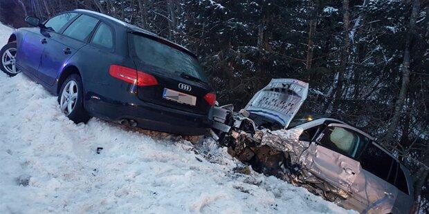 Glatteis: Schwerer Unfall mit sieben Autos