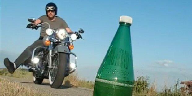 So cool macht Ö3-Star Kratky die Bottle-Cap-Challenge