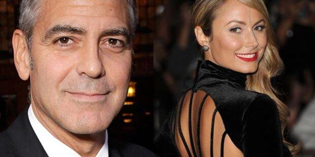 Clooney: 1. Auftritt mit sexy Ringerin