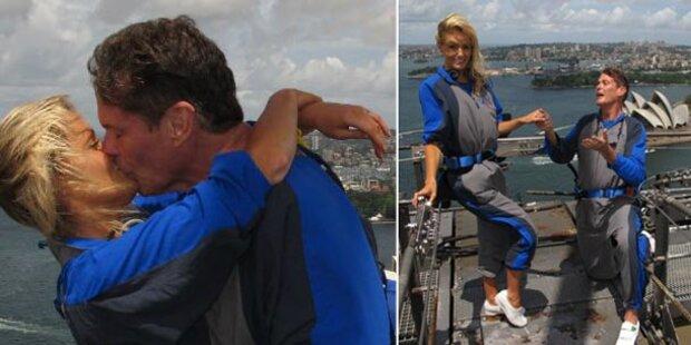 Hasselhoff zeigt Verlobung auf Twitter