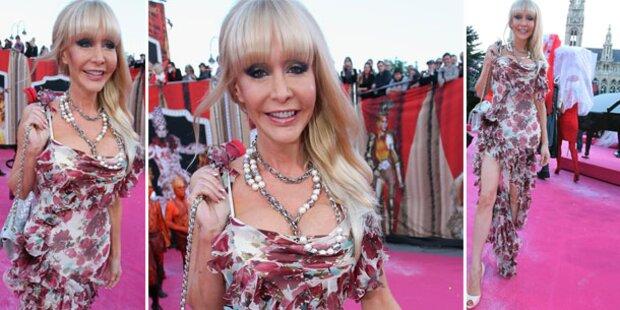 Dolly am Life Ball: Ganz schön bieder