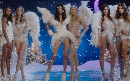 So sexy feiern die Engel Weihnachten