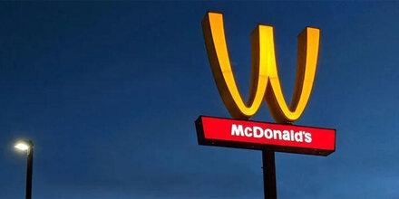 McDonald's stellt sein Logo auf den Kopf