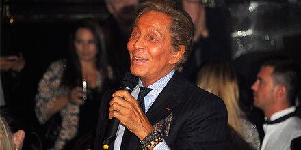 Valentino als Karaoke-Sänger