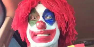 Pädo-Clown beim Sex mit einem Hund erwischt
