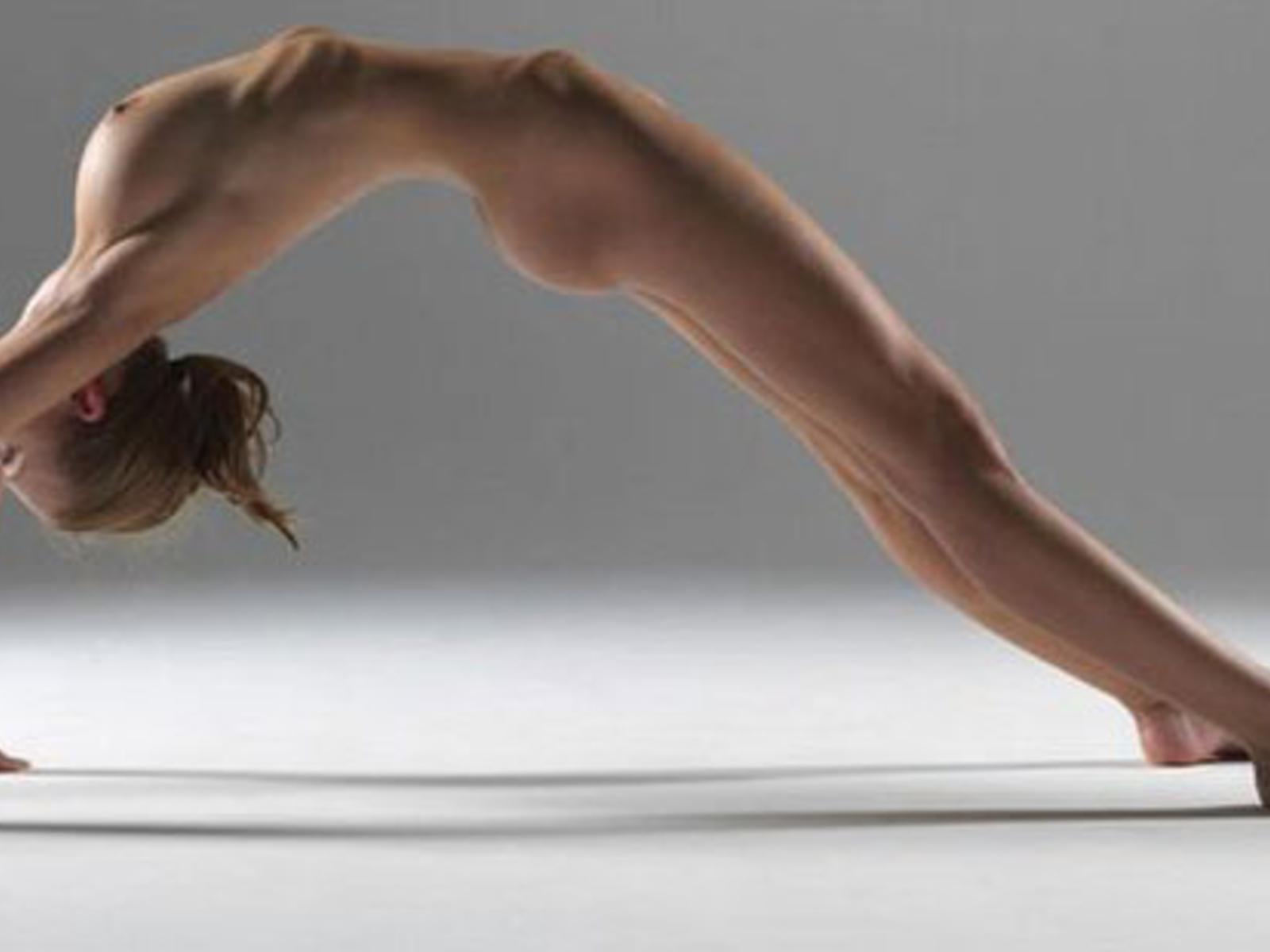 Videos nackt yoga Yoga