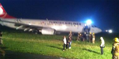 Turkish-Air schießt über Landebahn hinaus