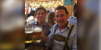 Arnold Schwarzenegger & Sohn Joseph Baena am Oktoberfest