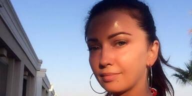Sängerin wird am Flughafen gestoppt, weil sie zu jung aussieht