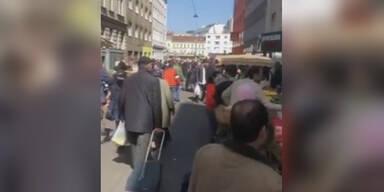 Trotz Ausgangsbeschränkung voller Markt in Wien
