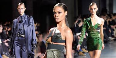 Sexy Fashion Week-Auftakt in Paris