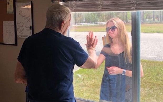 Hier erfährt ein Großvater von der Verlobung seiner Enkelin