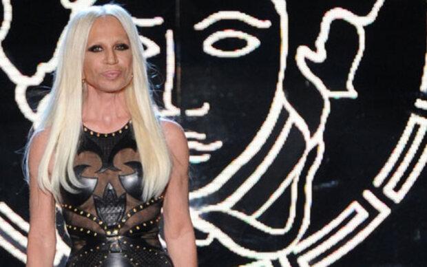 Donatella Versace hat dem Protz abgeschworen