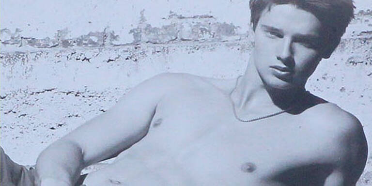 """Arnies Sohn modelt """"oben ohne"""""""