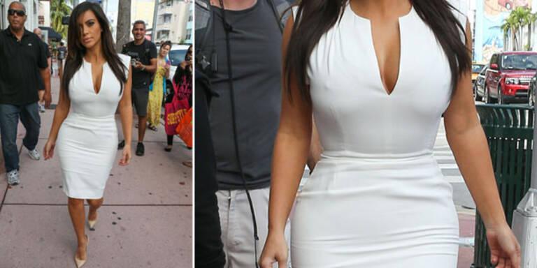 Kim in falscher Unterwäsche