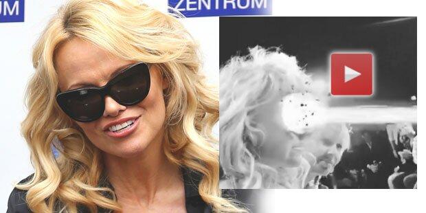 Pam Anderson schießt in Wien auf Pelz