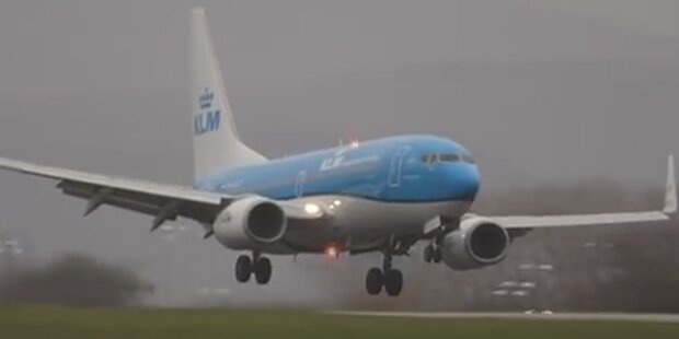 Horror-Landung wegen Sturm-Böen
