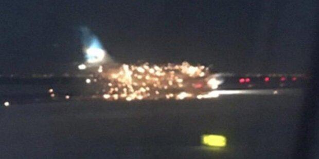 Flugzeug geht am JFK-Flughafen in Flammen auf