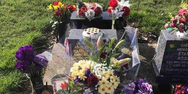 Frau besucht Grab ihrer Mutter - was sie dort findet, ist unglaublich