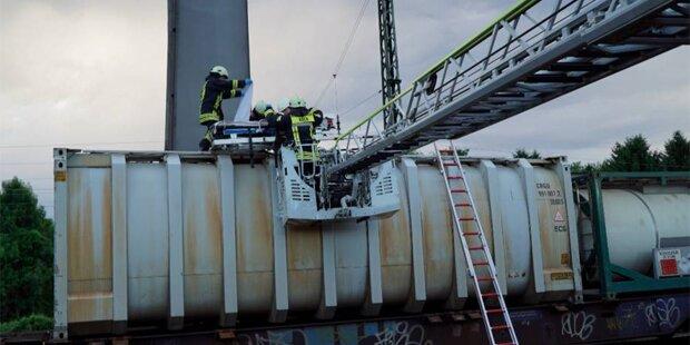 Liebespaar klettert auf Waggon – Stromschlag