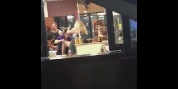 Streit um McChicken völlig eskaliert: Wilde Schlägerei in McDonald's