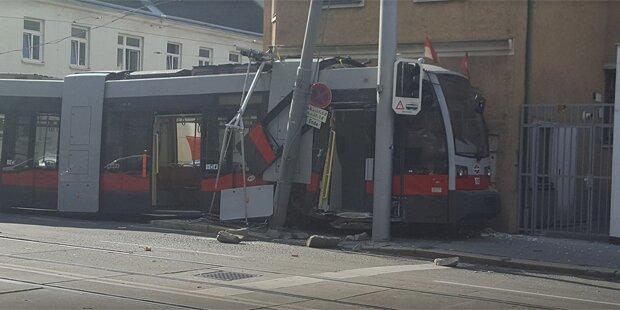 Straßenbahn in Meidling entgleist: Fünf Verletzte