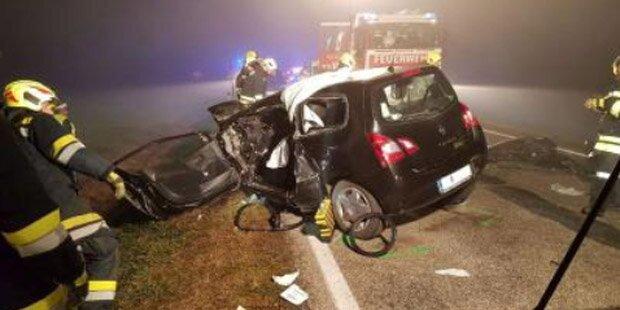Crash bei dichtem Nebel: Zwei Lenker verletzt