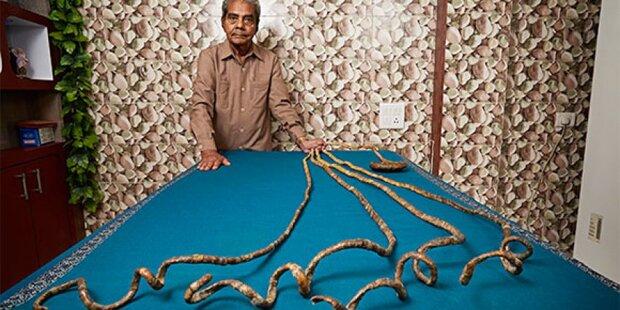 Mann schneidet längsten Fingernägel der Welt ab