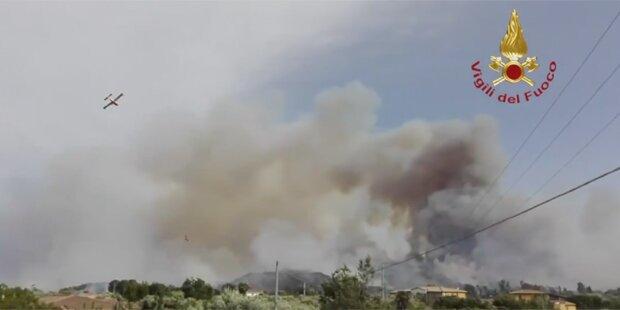 Waldbrand auf Sardinien: Strand und Hotels geräumt