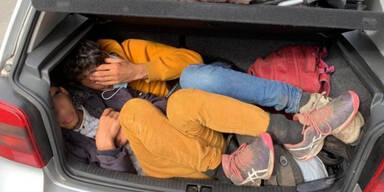 Polizei stoppt VW Golf mit 11 Afghanen