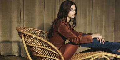 Lana des Rey möchte in Angelina Jolies Fußstapfen treten