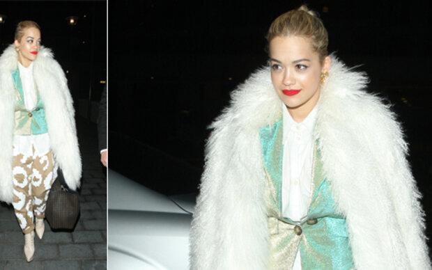Rita Ora unterwegs als Eisbär