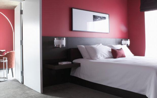 Mehr Sex in violetten & roten Schlafzimmern