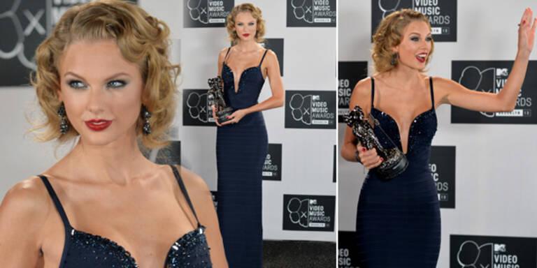 Taylor Swift strahlt im Marilyn Monroe Look