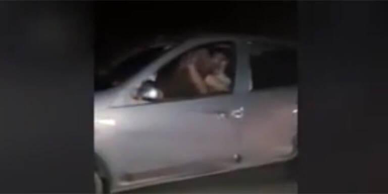 Sex während der autofahrt