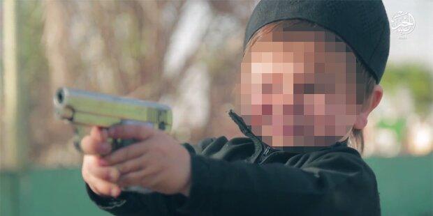 ISIS: Kleinkind muss Gefangenen erschießen