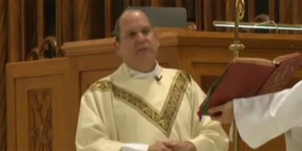 Katholischer Bischof während Messe verprügelt