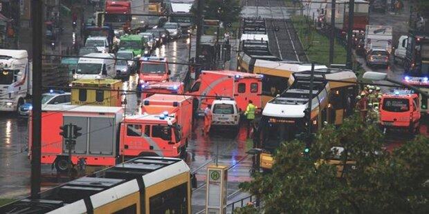 Straßenbahnen kollidieren in Berlin: Mehrere Verletzte