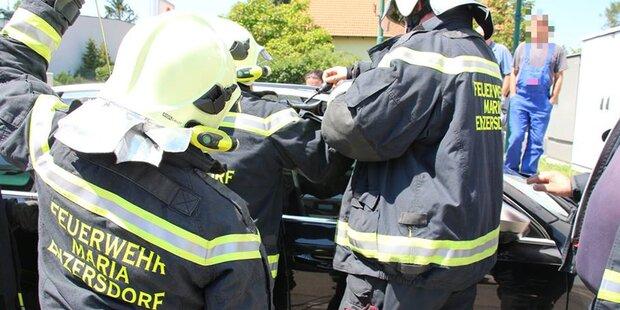 Mödling: Feuerwehr befreite Kind aus Hitze-Auto