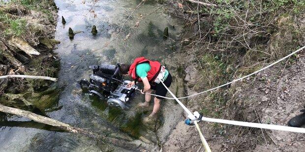 Rollstuhlfahrer (18) stürzte in Fluss
